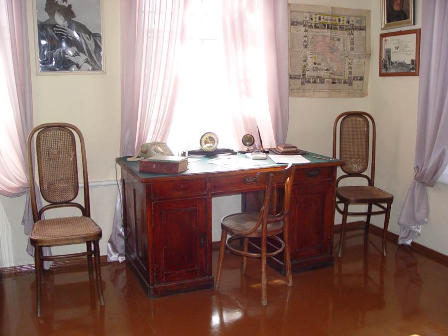 Shiraz' Desk